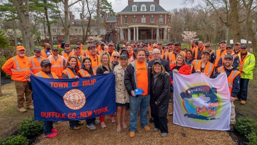 Islip Officials, PSEG Long Island Celebrate Earth Day Beautification Projects, Energy-Efficiency Outreach